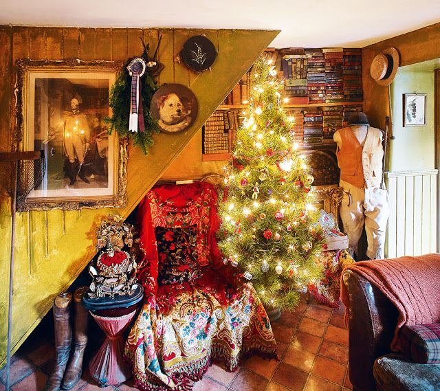 LISMARY'S COTTAGE: an Irish cottage of the 18th century Christmas