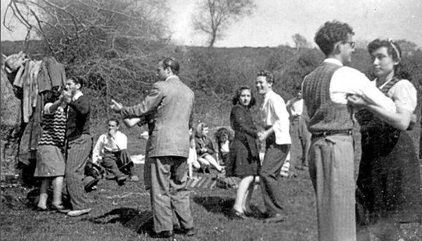 1948 yılında Çamlıca Tepesi'nde dans... #birzamanlar #istanbul #oldpics #istanlook #life #hayat #40s