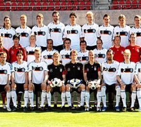 Der deutsche EM-Kader - Euro 2008 - Die deutsche Nationalmannschaft hat sich bei einem gemeinsamen Fototermin präsentiert.