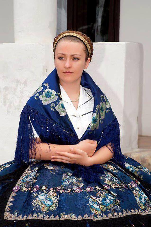 Hungarian folk costumes, region Sárköz, county Tolna, Transdanubia, Hungary - Magyar népviseletek - Sárközi viselet - Dunántúl