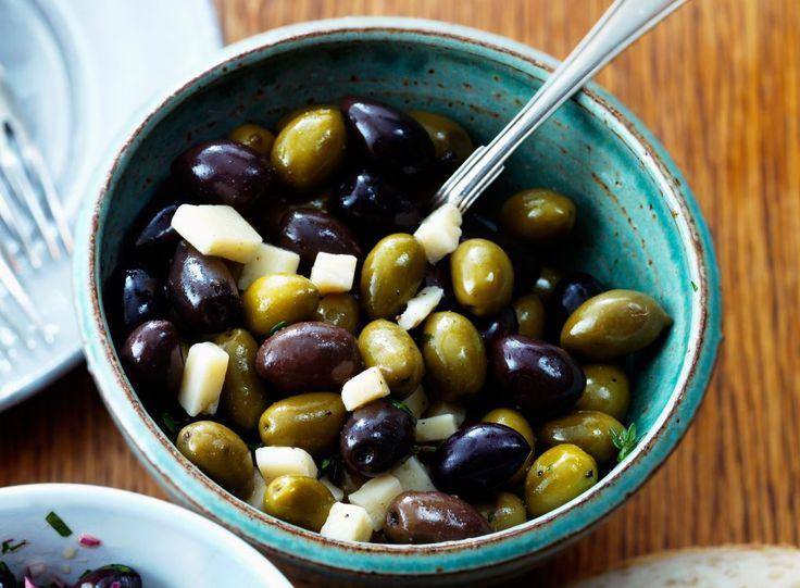 Marinerade oliver med timjan och parmesanost
