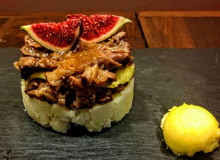 Rabo de toro con higos rojos y mango. Receta de Iker Erauzkin