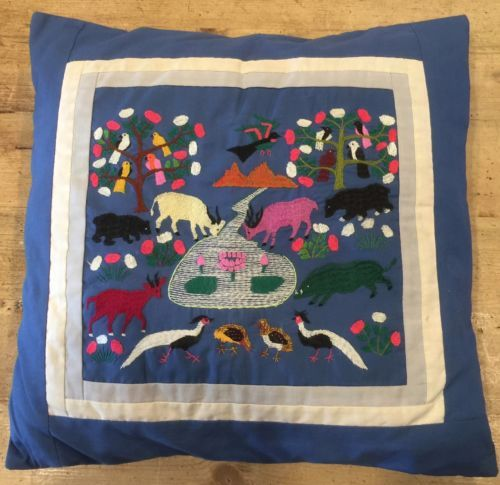 ASIAN-TAPESTRY-PEOPLE-SCENE-FOLK-ART-HMONG-QUILT-story-cloth-pillow