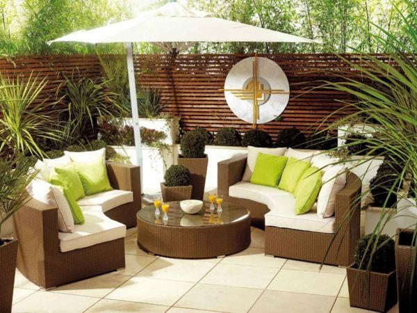 salon de jardin contemporain beige et aux coussins verts