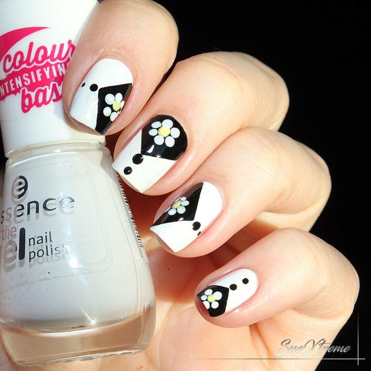 Reto de puntos: Flores. Freehand nail art. Manicura en blanco y negro.