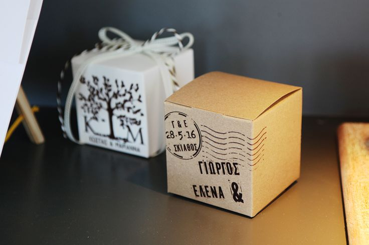 Μπομπονιέρες Atelier Zolotas κουτάκια μίνι με παλαιωμένο χαρτί και vintage εκτύπωση.