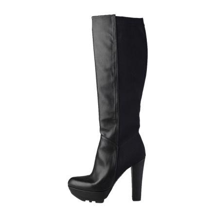 Platåstövlar. Så läckra svarta platåstövlar med massor av attityd. Platå 3 cm, klack 9 cm. Köp dem hos AuMalkia. #AuMalkia #Stövlar #Boots