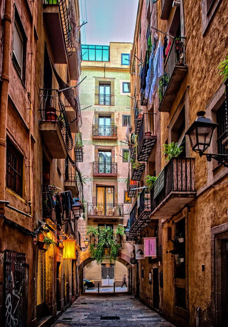Beautiful: the juxtaposition of the terra cotta and the pastel. Barcelona -Spain
