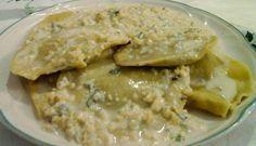 Ravioli radicchio ricotta con crema di gorgonzola e mandorle