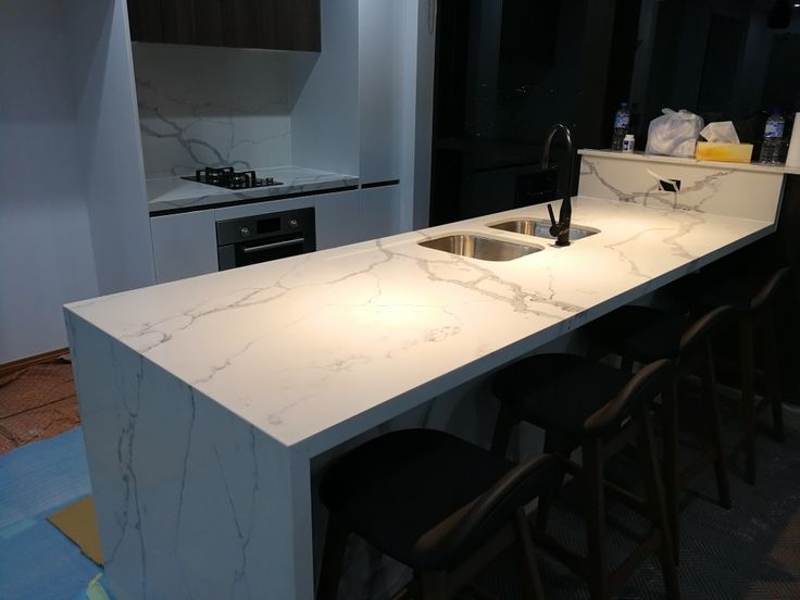 Modern kitchen by @acebenchtops.com.au looks amazing. Really happy with the waterfall edge.