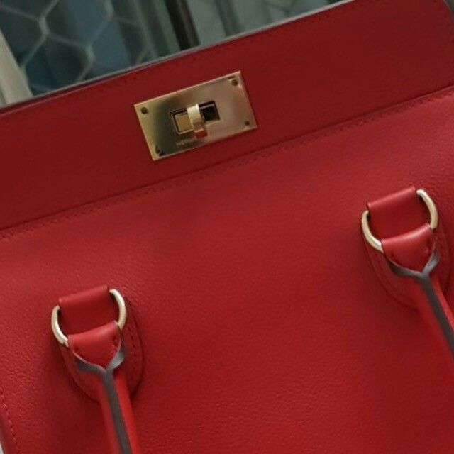 Model: Hermes Toolbox 20  Condition: New  Stamp: X 2016  Color: Rouge Tomate  Leather: Evercolor  Hardware: Gold  Comes with: Dustbag, box, receipt. (Clochette set misplaced, hence reflected in price)  Cash purchase promo: S$7800  SMS/Whatsapp: (65) 9.8.3.4.4.2.2.9  Email: sales at BJLuxury dot com  ✅Authenticity Guaranteed.  ✅Credit card & Installments Available.  ✅Registered Company SINCE 2007. Not affiliated with brands we sell. All trademarks remain sole property of the brands.