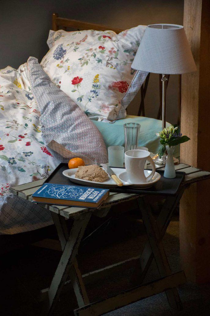Træk stikket ud og bliv under dynen - sådan gør dit soveværelse hyggeligt