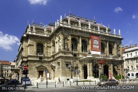A Magyar Állami Operaház épülete Budapesten Ybl Miklós tervei alapján.