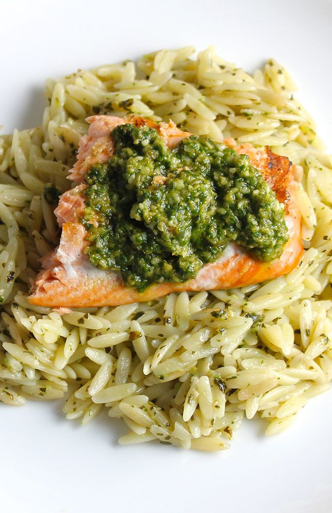 This Orzo, Salmon and Pesto recipe can be prepared as a last-minute dish for supper tonight.