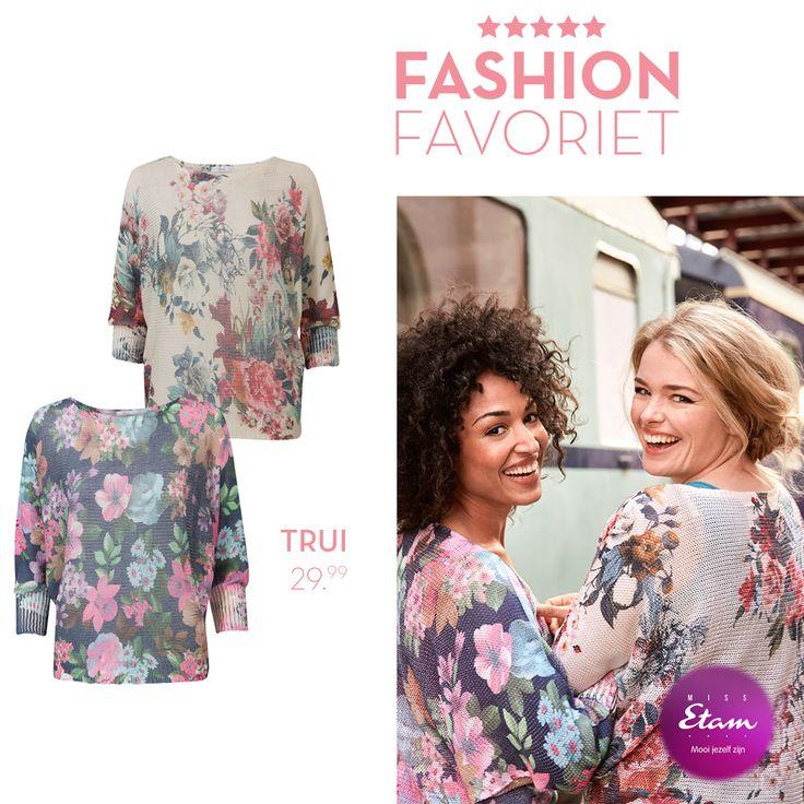 Beige trui met driekwart mouwen en een boothals. Voorzien van een vrolijke bloemenprint. Dit casual loose fit model met vleermuis mouwen. #fashionfavoriet #missetam