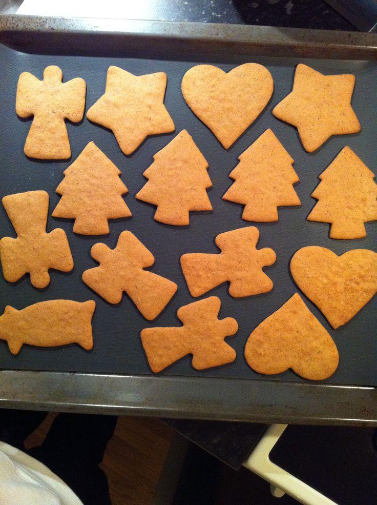 Pepperkaker må man ha til jul :)
