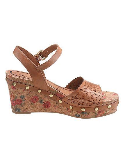 Sandalettes compensées Tamaris - semelles originales à motifs roses et rivets helline #chaussure #été #tendance