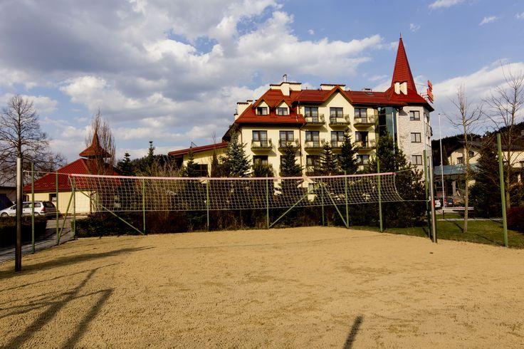 Siatkówka plażowa to idealny sport na lato! Spędzaj aktywnie czas w  Hotelu Klimek****SPA  www.hotelklimek.pl #hotelklimek #beachvolleyball #siatkowkaplazowa #atrakcje #summersports #rozrywka
