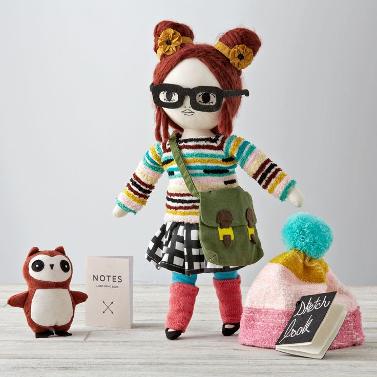 Shop Lydia Friend Indeed Doll.  True friends are there to the end.  The same could be said for our Friend Indeed Doll.  With her own unique style, each doll is a reminder to be true to who you are, and to never be afraid to stand out.  So be unique.  Geek Doll Geek Puppe mit grüner Tasche, Eule und Brille. Sieht aus wie ein Emo. Ist aus Stoff.