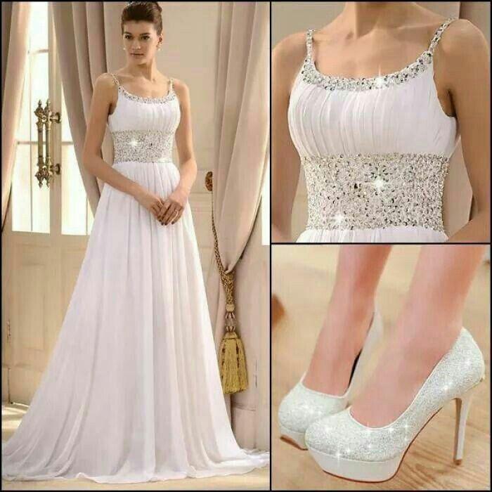 Vestido blanco sencillo y elegante