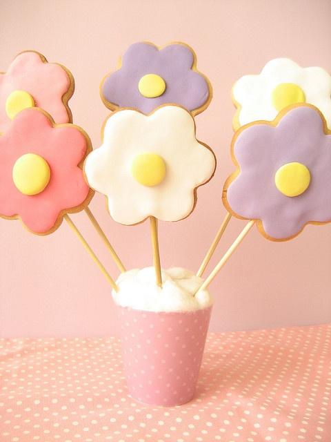 Flower Cookie pops by helloNaomi simple! Fete idea??