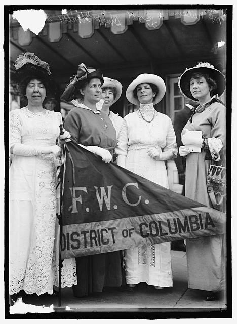 FEDERATION OF WOMEN'S CLUBS, D.C. LEADERS OF DELEGATION TO WHITE HOUSE: MRS. ELLIS LOGAN; MRS. H.W.WILEY; MISS E. SHIPPEN; MRS. R.C. DARR; M...