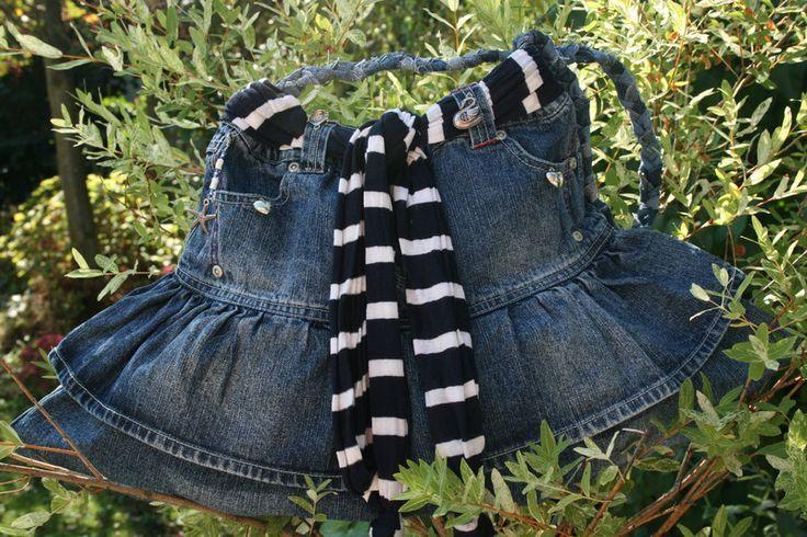Handtaschen - Kindertasche blau, Jeans, groß, mit Charms - ein Designerstück von Angelas_Kreativwelt bei DaWanda
