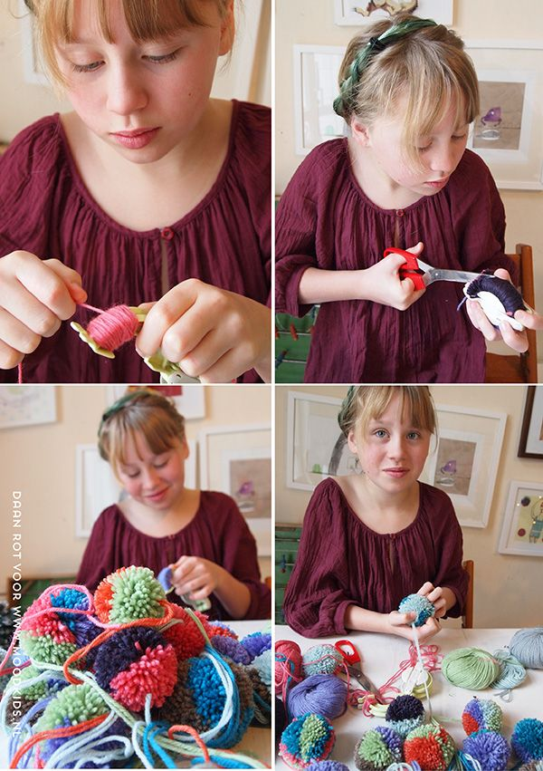 diy pompom kerstslinger maken #diy #pompom #christmas #decoration