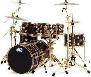 Hola que tal???? Muchos baterías están optando desde hace tiempo utilizar un doble bombo para profundizar el grave.  Que te parece?? #alexdrums#miercoles#drum#drums#bateria#dw#platillos