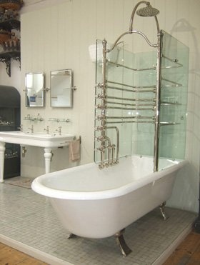 Glasses bath and the glass on pinterest for Roll top bathroom ideas