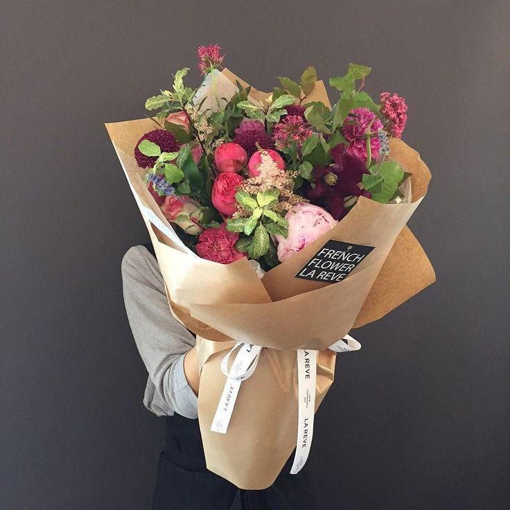 꽃을 디자인하다. THE FRENCH FLOWER SHOP LA REVE . . 수입장미와 작약으로 꾸며진 화려한 레드&와인 꽃다발이에요. 종이포장은 어떤 꽃과 함께해도 멋스럽죠 . 예쁜 꽃과 함께 즐거운 주말 보내세요!. . . #라레브 #LAREVE #꽃 #광주 #광주꽃집 #수완지구꽃집 #광주꽃배달 #광주식물배송 #생일선물 #기념일선물 #광주기념일꽃다발 #수완 #수완지구 #프로포즈꽃다발 #광주생일꽃다발 #광주기념일꽃다발 #대형꽃다발 #작약 #수입장미 by ouilareve