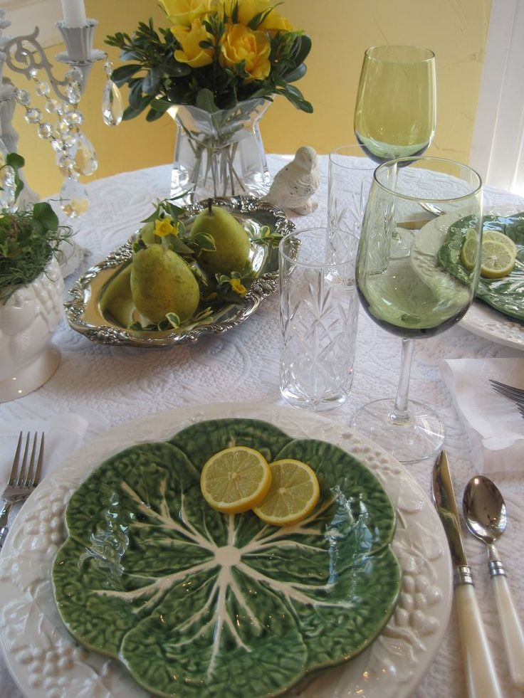 81 best table place settings images on pinterest place for Kitchen table setting ideas