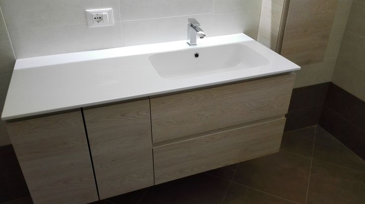 Bagno BGo: particolare specchiera Skip con cornice retroiiluminata e funzione antiappannamento realizzata a Vittorio Veneto