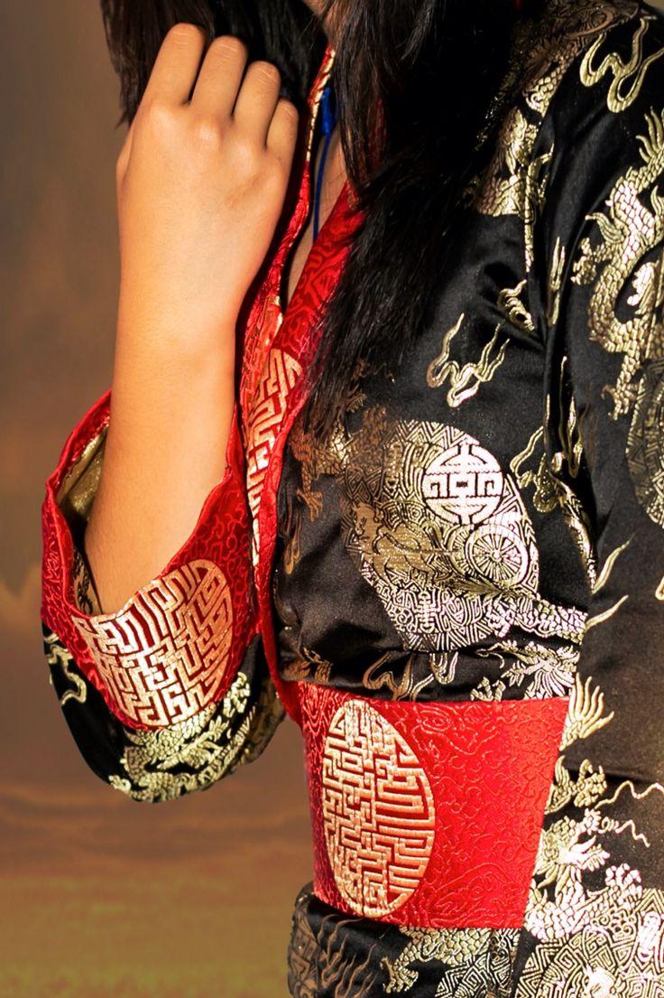 Tibetan Chupa : Traditional Dress