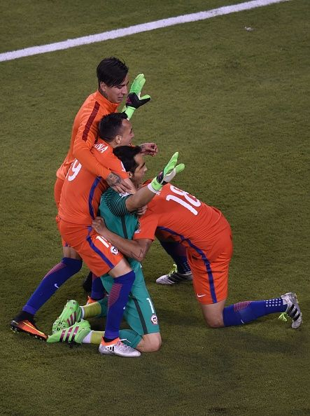 #COPA2016 #COPA100 Chile's goalie Claudio Bravo celebrates with teammates after defeating Argentina and winning the Copa America Centenario final in East Rutherford New...