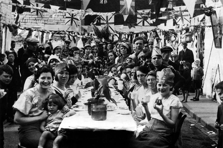 A grand #tea party on Thistle Street in Hebburn, England was celebrated on May 6, 1935, on the occasion of the Silver Jubilee of King George V and Queen Mary.