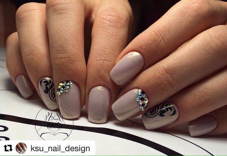 Accurate nails, Beautiful nails 2017, Beige and black nail designs, Beige nails with black pattern, Calm nails design, Drawings on nails, Exquisite nails, Fall nail ideas