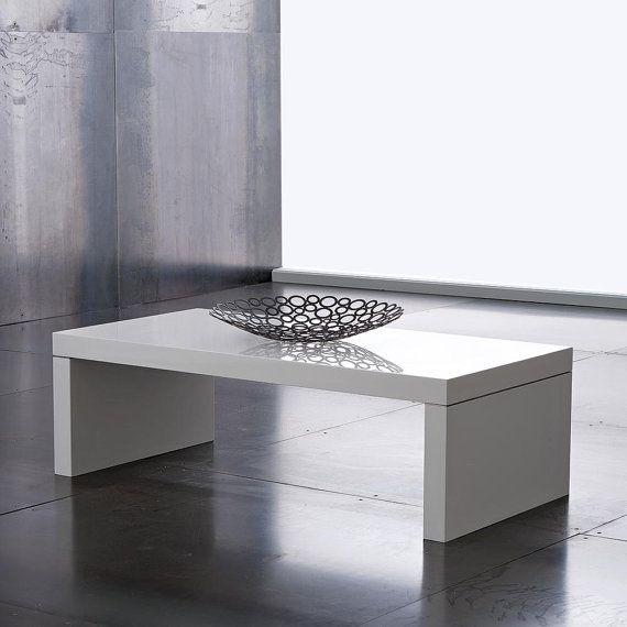 Questo tavolino si caratterizza per la sua versatilità di utilizzo e per la sua bellezza, a metà tra il classico e il moderno #design