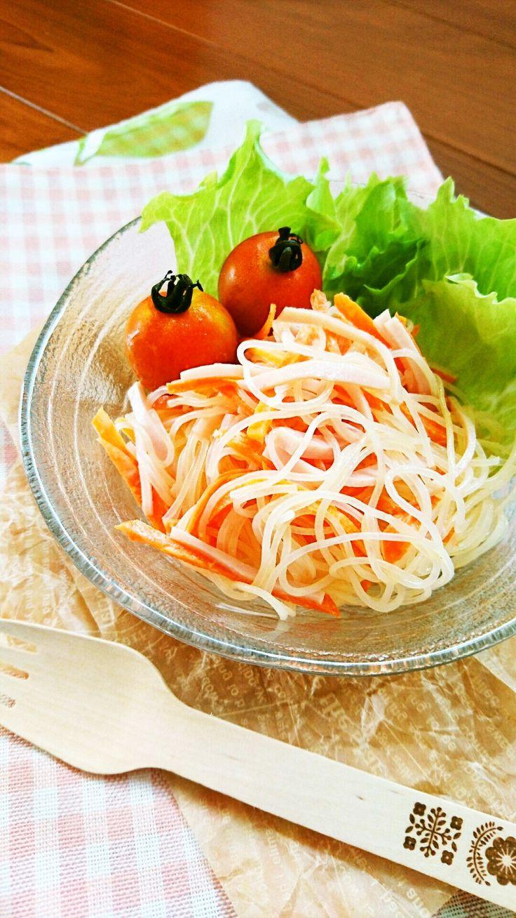 お鍋を出したりザルで水切りしたりは要りません。タッパひとつで簡単に作れる春雨サラダのマヨネーズ味バージョンです。