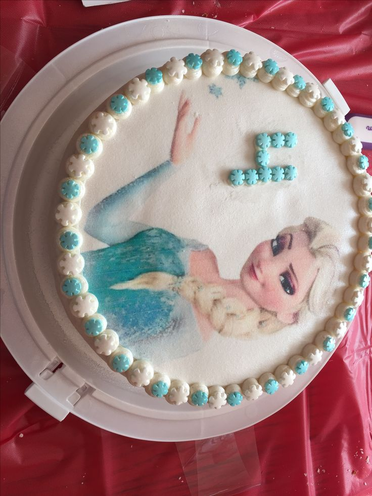 Elsa cake: lemon buttermilk cake with vanilla bean buttercream