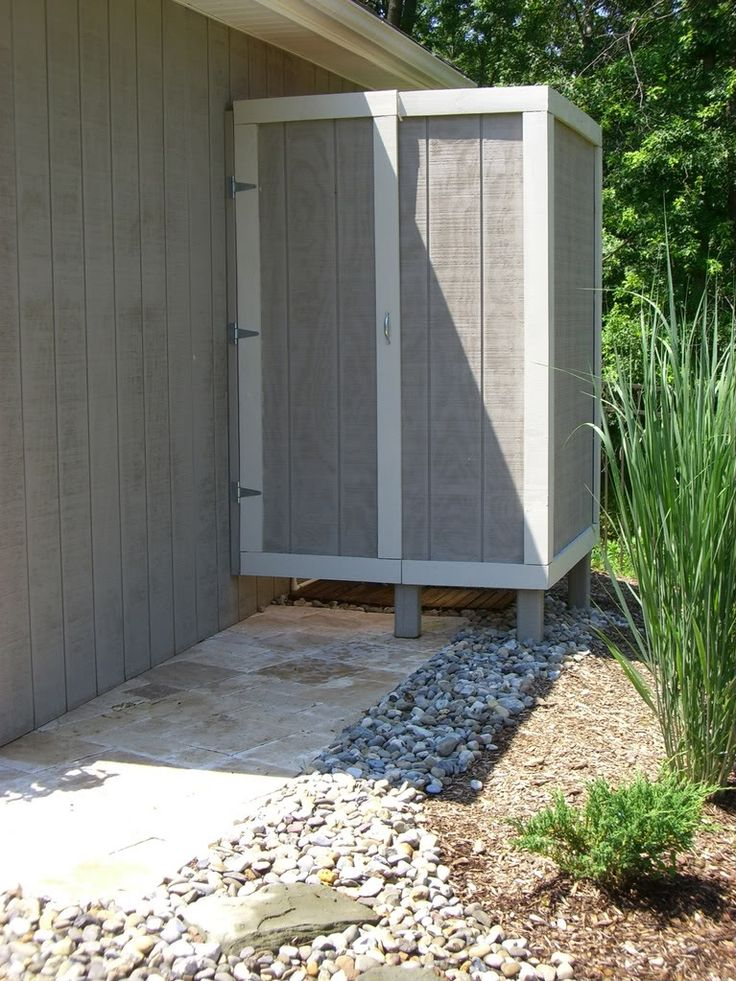 95 best images about outdoor shower on pinterest for Outdoor bathroom for pool