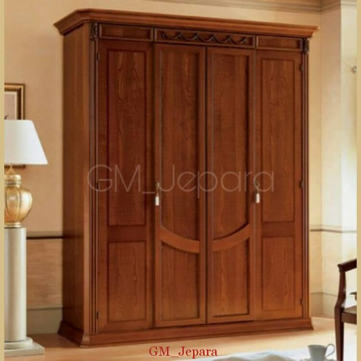 Lemari Pakaian 4 Pintu Tirai yang anggun terbuat dari bahan baku kayu jati solid yang kami sempurnakan dengan finishing melamin brown.