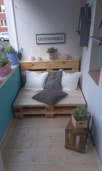 beautiful 'couch' made of an old palleta cozy blanket will make it softer ♥