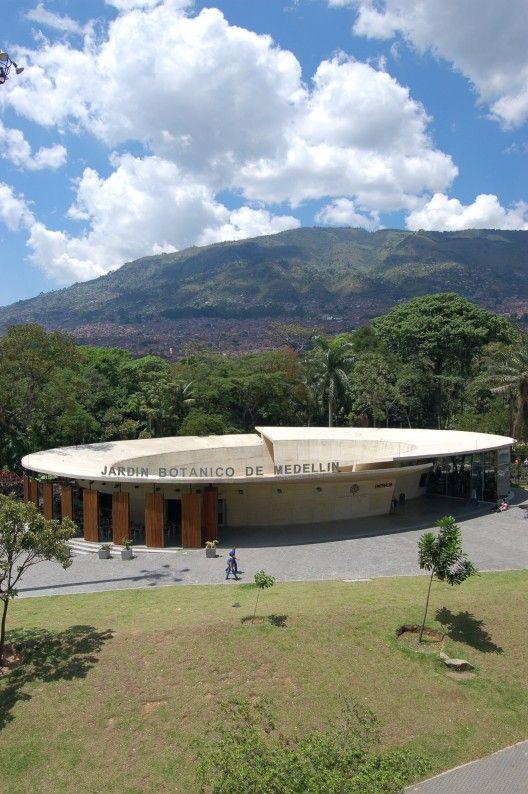 Cafe del Bosque / Castro Arquitectos