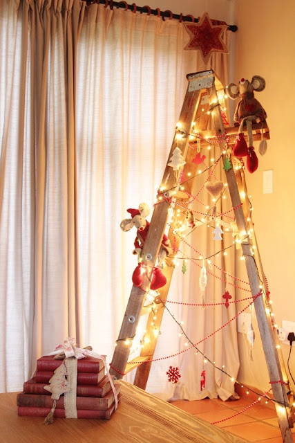 Creative Ladder Christmas Tree- http://justdarlingblogger.blogspot.com/2012/12/a-country-christmas-at-dows.html