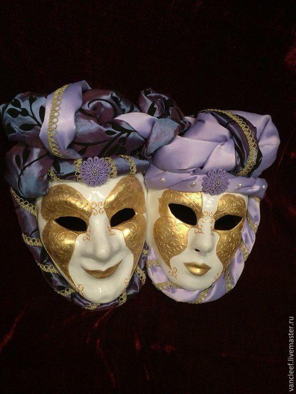 Роскошный комплект из двух масок, соединенных между собой в единое целое. Комплект Luxury с богатым атласным декором. Комплект создан на заказ для очень красивого интерьера.