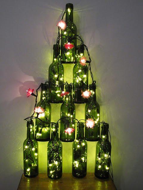 Garrafas e luzes para decoração de Natal.