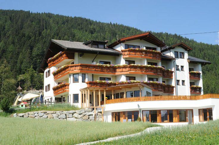 Sommeransicht - Gasthof Hotel Restaurant Humlerhof in Gries am Brenner - Urlaub und Übernachtungen in Zimmer, Suiten, Ferienwohnungen in Fam...