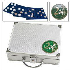 Φύλαξη & Οργάνωση των Νομισμάτων σας Πολυτελής Βαλιτσα για 2ευρω Ευρύχωρη βαλίτσα αποθήκευσης 80 νομισμάτων 2 ευρω με ΚΑΨΟΥΛΑ !   Από ανθεκτικό αλουμίνιο, με 5 βελούδινους δίσκους που φέρουν προστατευτικές υποδοχές για διαφορετικού μεγέθους νομίσματα, και με δύο κλειδαριές ασφαλείας, είναι ο ιδανικότερος τρόπος διαχρονικής προστασίας της νομισματικής συλλογής σας.  Και πολύ πρακτικός!  Σε προνομιακή τιμή εδώ: http://www.coinsclub.gr/30--0.1-2-clone.html
