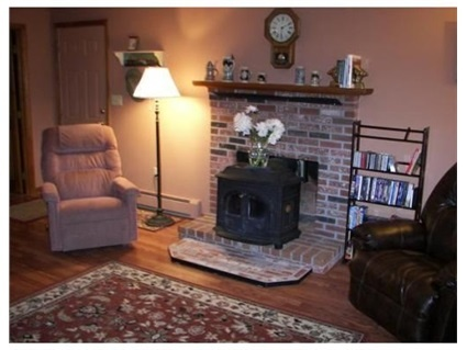 4 Lockewood Drive, Franklin, MA 02038 — LOCATION~LOCATION~BRICK FRONT COLONIAL IN NEIGHBORHOOD SETTING~CLOSE TO SCHOOLS/COMMUTER RAIL TO BOSTON/HIGHWAY/SHOPPING~9 RMS/4 BEDRMS/1.5 BATHS/2 CAR GARAGE~4 SEASONED ROOM w/CATHEDRAL WOOD BEAM CEILING OFF KITCHEN LEADS OUT TO PRIVATE DECK/BRICK PATIO~NEW CUSTOM CABINET PACKED EAT-IN KITCHEN IN O9'~NEW FLOORING IN KITCHEN/FAMILY ROOM w/WOOD STOVE~LIVING RM/DINING RM~2ND FLR HOME TO 4 BEDROOMS~MASTER w/WALK-IN CLOSET ACCESS TO BATHRM~NATURAL GAS…